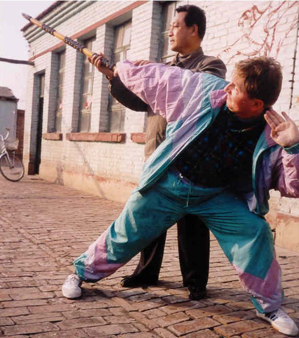 Trening maczugi Shi San Bian z sifu Qi Min Jiu