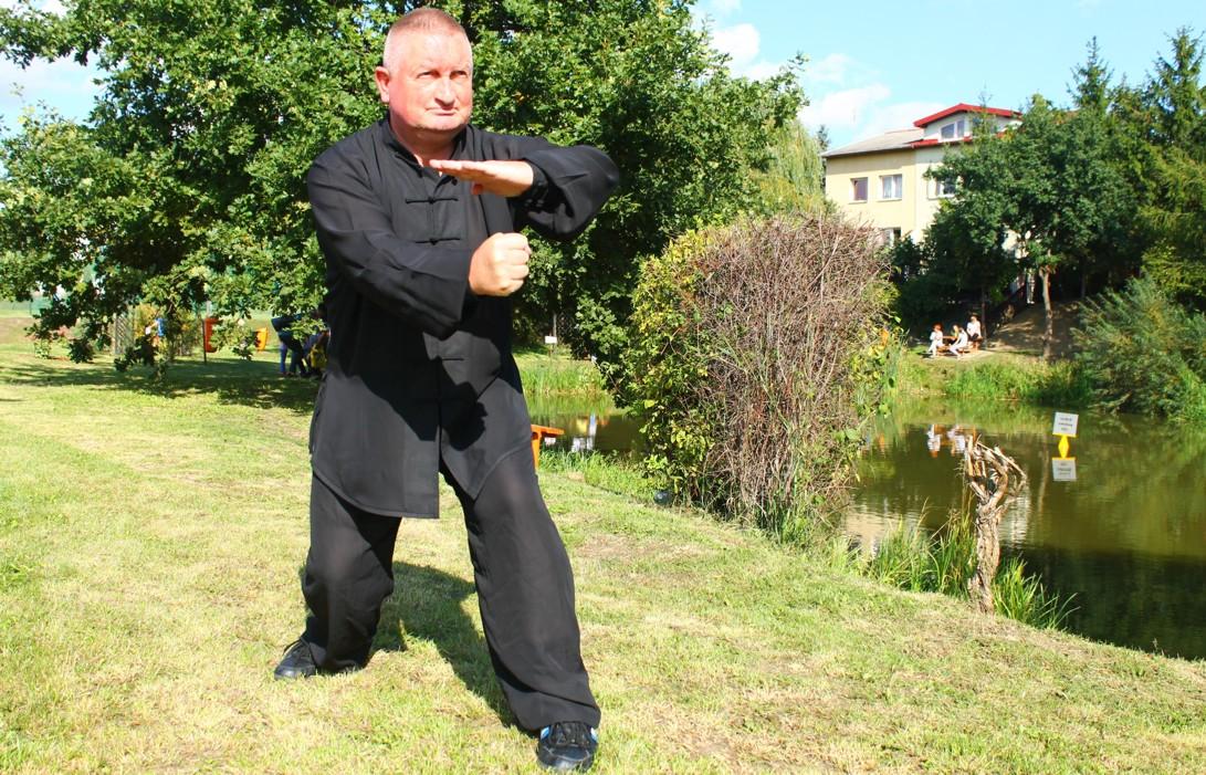 Sifu Marek Flisikowski w pozycji Weng Chun